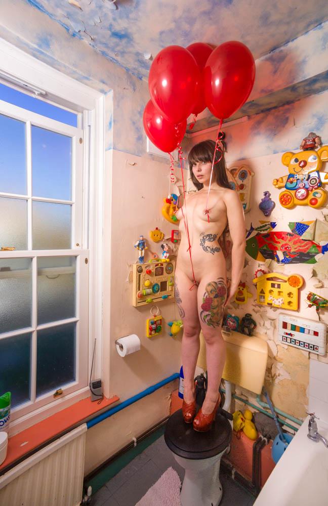 hannah bathroom balloons-01