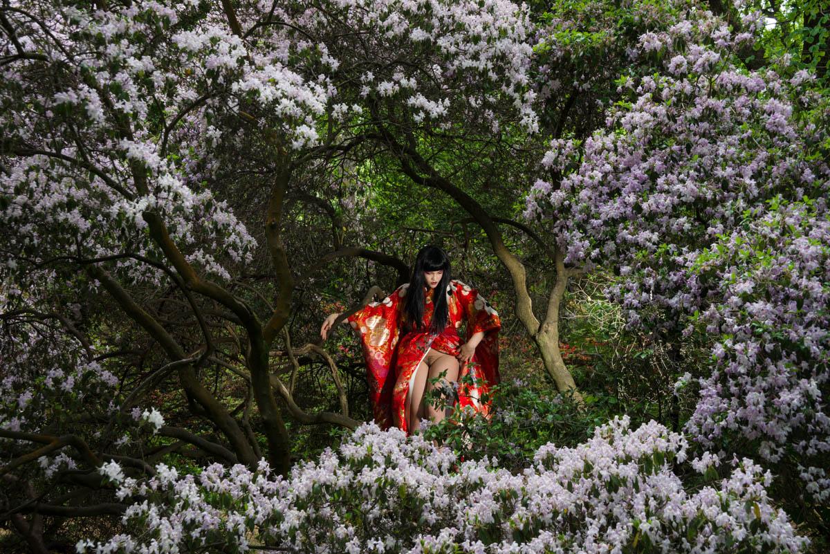 tessa in tree naked-01